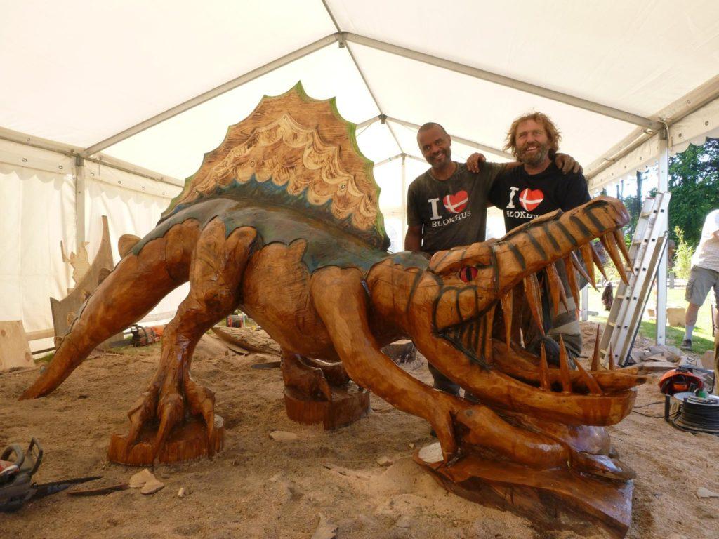 Blokhus Træskulptur Festival 2016 - Søren Brynjolf og Allan Bo Jensen og deres Spinosaurus