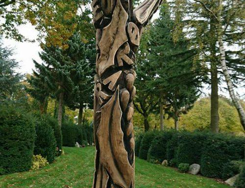 Skulptur på Vissenbjerg Kirkegård