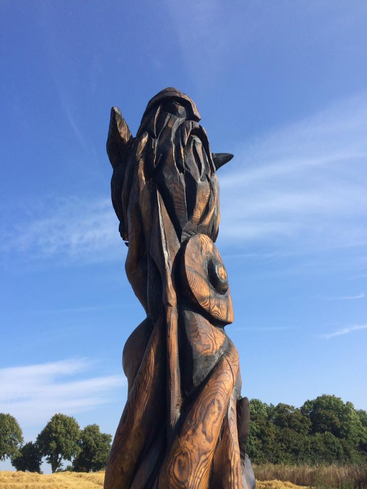 mytologisk-totem-ved-mark-2