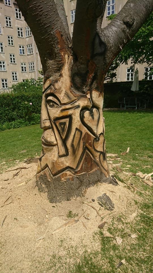 Træskulptur i baggård på Nørrebro 3