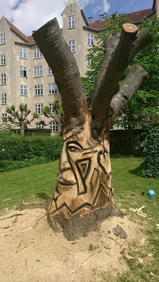 Træskulptur i baggård på Nørrebro 2