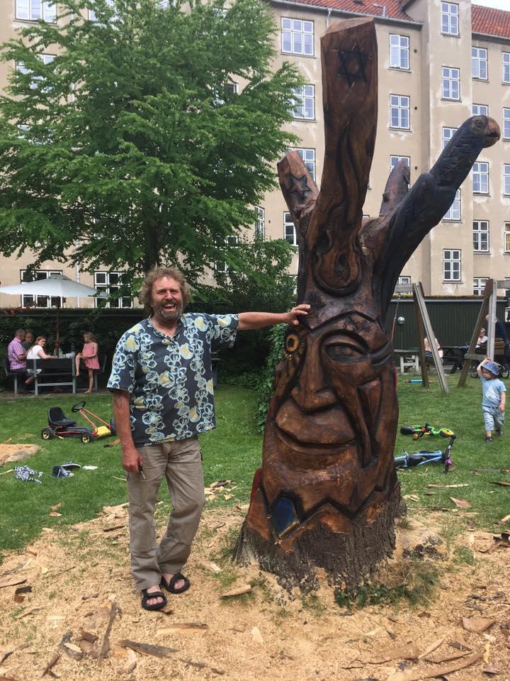 Træskulptur i baggård på Nørrebro 1