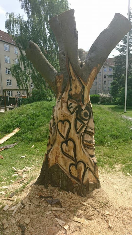 Træskulptur i baggård på Nørrebro 4
